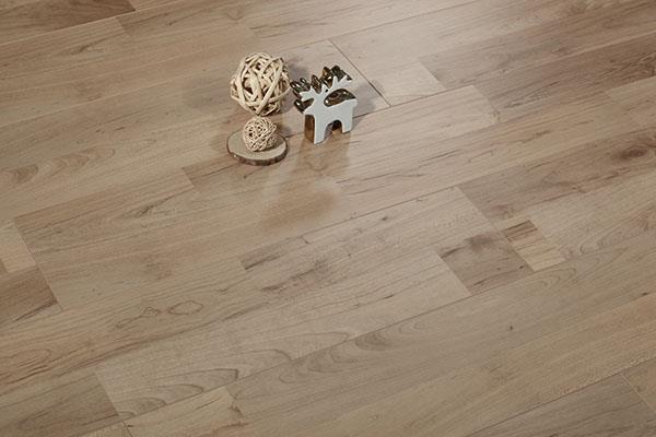 多层实木地板不易变形
