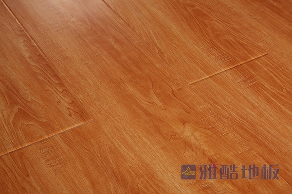 实木地板的抛光打蜡工作